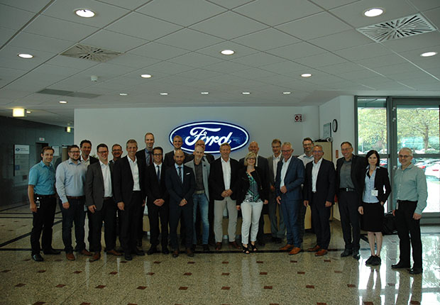 kunststoffland NRW-Mitglieder vor Ort bei Ford. (Foto: Ford Forschungszentrum Aachen GmbH)