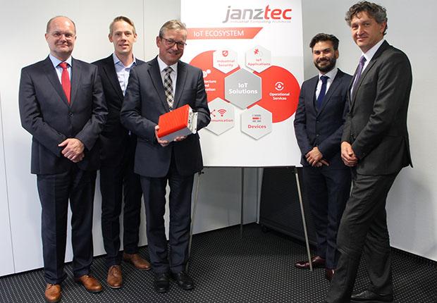 (v.l.) Michael Rennerich, Philipp Stute, Michael Dreier, Thomas Dieckmann und Frank Wolters bei Janz Tec. (Foto: Janz Tec)