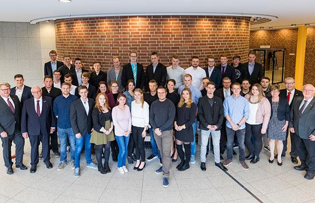 Die Siegerinnen und Sieger (die Ausbildungsbetriebe) vom Leistungswettbewerb, aus dem Bereich der Handwerkskammer Münster. (Foto: HWK Münster)
