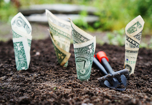 Für bessere Chancen im Ruhestand lohnt es sich in Aktien zu investieren. (Foto: TheDigitalWay/ pixabay)