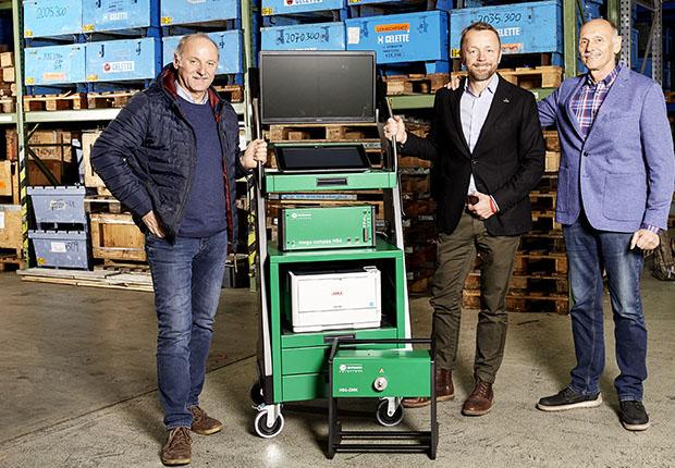 Übernimmt zum 1. Januar 2019 die Anteile der Gründer der GS Wittich Werkstatteinrichtungen GmbH von Walter Gromöller (links) und Heinz Schirmer (rechts) und gliedert den Geschäftsbereich in die Fritz Wittich GmbH ein: Geschäftsführer Matthias Wittich. (Foto: Wittich)