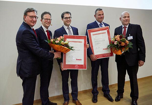 """""""Mit dem Jowat Klebstoff-Forschungspreis 2018 ausgezeichnet wurde Herr Dr. Matthias Hopp (3.v.l.)."""" (Foto: Jowat SE)"""