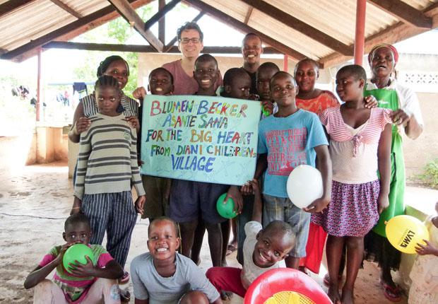 Blumenbecker spendet 15. 000 Euro für Hilfsprojekte