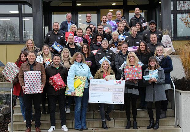 Zahlreiche Mitarbeiterinnen und Mitarbeiter beteiligten sich an der Aktion und erfüllten einen oder sogar mehrere Wunschzettel. (Foto: Buschjost)