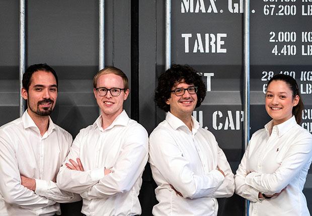 Freuen sich über die Auszeichnung zum innovativsten Start-up des Jahres: v. l. Steffen Vogelsang, Gereon Deppe, Thomas Reiher und Anne Düchting. (Foto: TecUP)