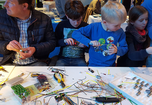 Make OWL – Makerspaces: Inspirationsorte für Erfinder, Bastler und Selbermacher aller Generationen. (Foto: Annette Klinkert, city2science)