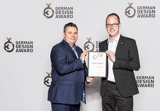 """(v.l.) Andreas Rutz und Arnd Schepmann freuten sich über die Auszeichnung in der Kategorie """"Excellent Product Design Industry"""". (Foto: Weidmüller)"""