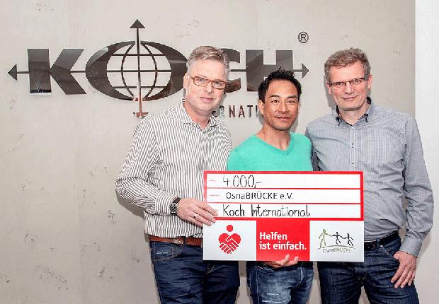 Koch International spendet 4.000 Euro für Jugendliche und Geflüchtete