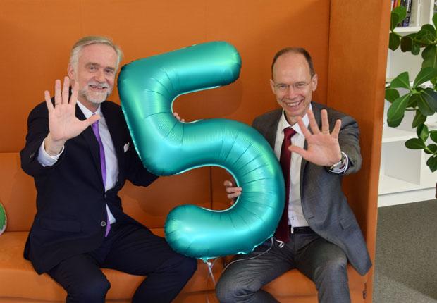 Freuen sich über 5 aufregende Jahre im ICO (v.l.n.r.): Oberbürgermeister Wolfgang Griesert und Landrat Dr. Michael Lübbersmann. (Foto: Wiebke Vollbrecht)