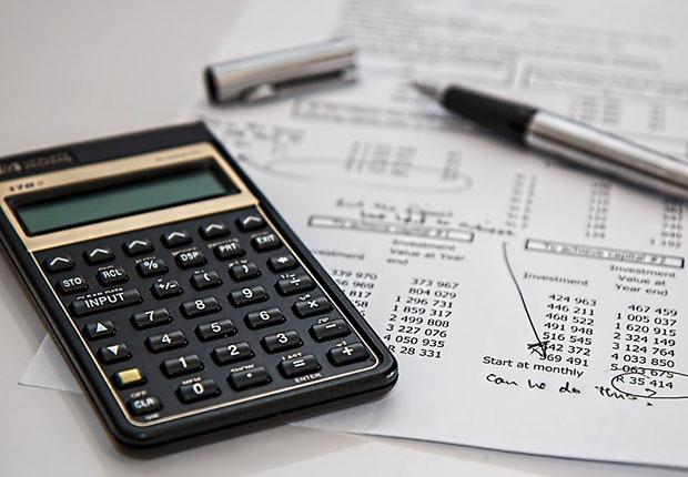 Eine interne Lohnbuchhaltung kann sich schnell als teuer herausstellen. (Foto: stevepb/ pixabay)