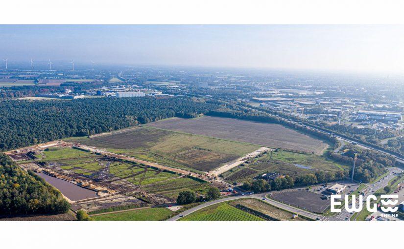 Stand der Erschließungsarbeiten im neuen Industriegebiet RHEINE 30|70 nördlich der A30 – Panoramaluftbild vom 23. Oktober 2019 - Foto: EWG Rheine