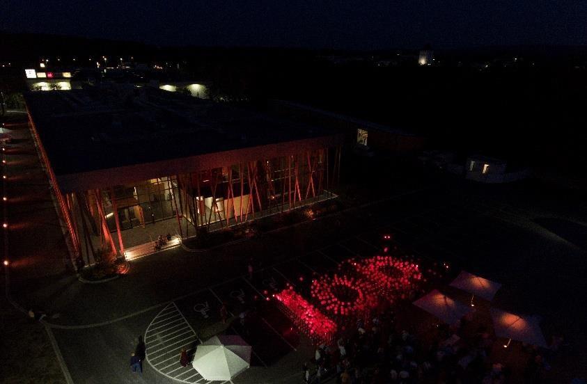 Illumination zum 100-jährigen Firmenjubiläum auf dem Firmengelände der Jowat SE in Detmold - Bildquelle: Jowat SE