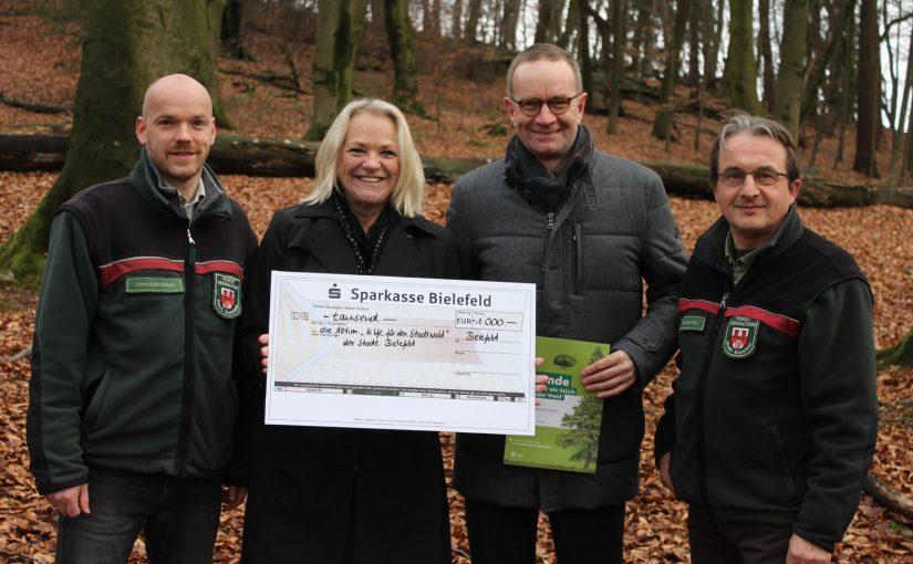 Bielefelder Kanzlei spendet 1.000 Euro für den Bielefelder Stadtwald