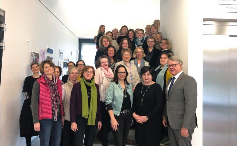 Netzwerken: Vorständin Rosemarie Ehrlich auf Frauenversammlung