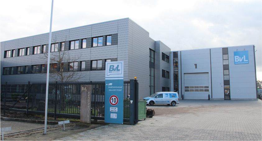 Das neue Verwaltungsgebäude der BvL Oberflächentechnik spart durch umfassende Energiesparmaßnahmen gegenüber einem vergleichbaren Referenzgebäude nach EnEV 45 % des Jahresprimärenergiebedarfs ein. - Foto: BvL