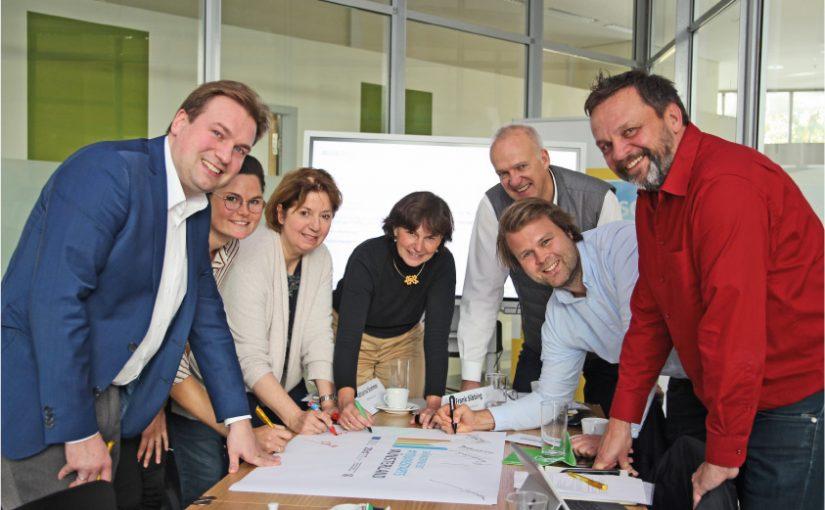 Ein Foto des Projektteams – aufgenommen noch vor dem Ausbruch der Corona-Pandemie. Nunmehr erfolgt die Zusammenarbeit auf digitalem Weg. Das Projektteam © Münsterland e.V.