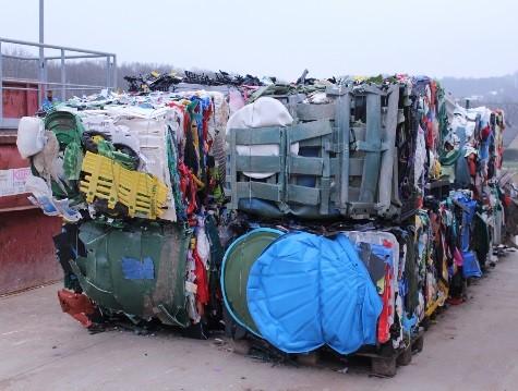 Die fertigen Ballen auf dem AWIGO Recyclinghof - Foto: Strautmann Umwelttechnik Gmbh