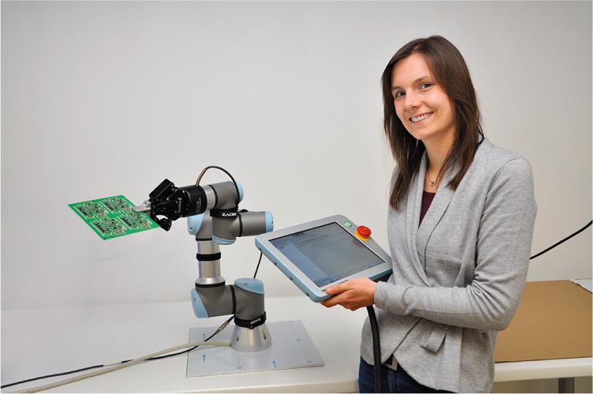 Im Rahmen ihrer Fortbildung zur staatlich geprüften Technikerin im Fachbereich Mechatronik legte Elena Gill die Basis zur Lackierung von Platinen mit einem neuen Roboter bei Esders. - Foto: Esders