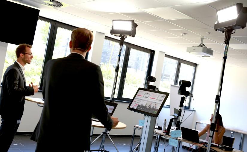 In der W&H Academy wurden aus Seminarräumen Übertragungsstudios für acht Webinare. - Foto: W&H