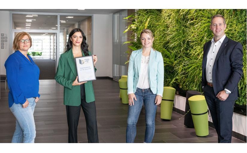 Das Kampagnenteam freut ich über seinen Award (v. l.): Linda Bögelein (Communication Managerin), Sonja Karak (Marketing- und Kampagnenmanagerin), Johanna Schildmeier (Media Designerin) und Marc Götte (Leiter Marketing Management & Communication). Foto: WAGO