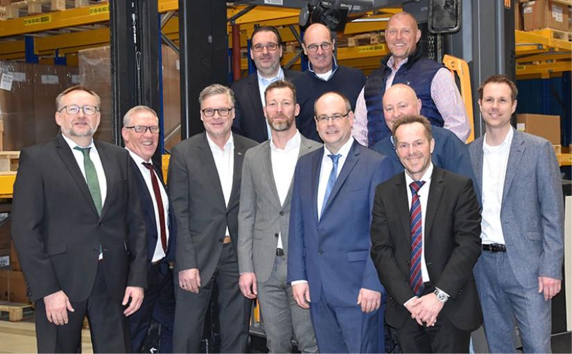 Geschäftsführer Jürgen Oetzel (links) mit den Vertretern der an der GDP network solutions GmbH beteiligten Unternehmen. - Foto: GDP
