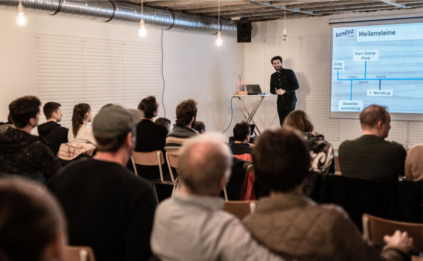 Münsters Social-Start-up-Szene trifft sich bei der Social Impact Night, die das nächste Mal am 7. September in der Hafenkäserei stattfindet. Dieses Foto ist bei einer Veranstaltung vor Corona entstanden. -(Foto: Christian Berlin)