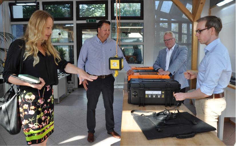 Mobile Stromversorgung mit Solarenergie: Landrätin besucht Tronos GmbH