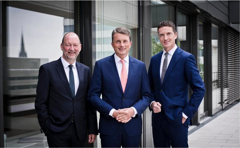 Das Volksbank-Vorstandsteam um Michael Deitert (Vorsitzender; mitte), Reinhold Frieling (links) und Ulrich Scheppan (rechts) wird ab dem 1. Januar 2021 durch Thomas Mühlhausen verstärkt. Foto: Volksbank BIGT
