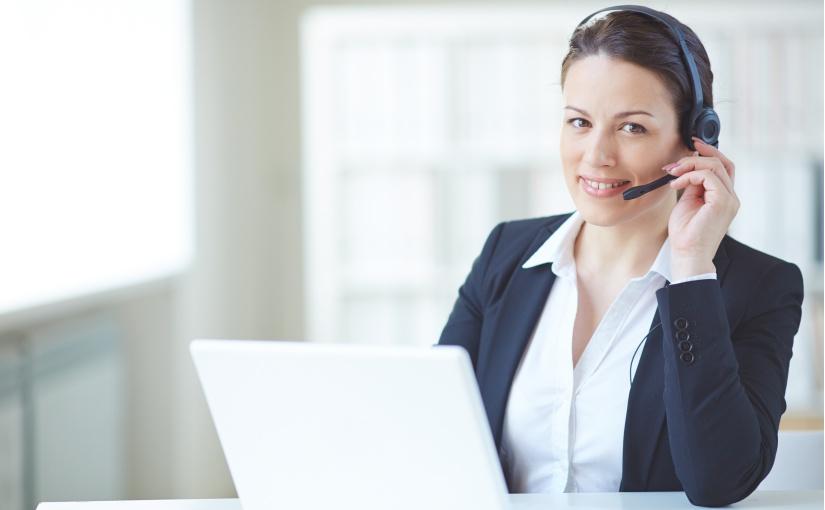 AUBI-plus-Kunden werden durch einen persönlichen Ansprechpartner beraten (Bild: Designed by Pressfoto / Freepik)