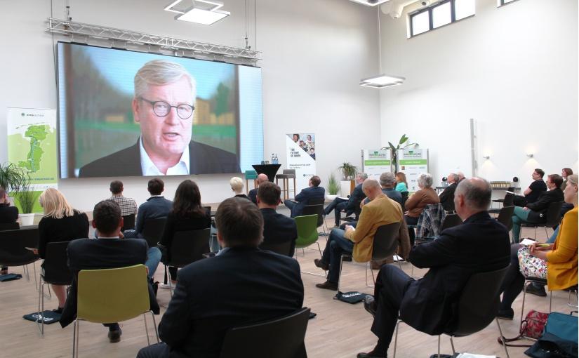 Begrüßung der Teilnehmer der Veranstaltung durch Dr. Bernd Althusmann (Stellv. Ministerpräsident und Niedersächsischer Minister für Wirtschaft, Arbeit, Verkehr und Digitalisierung) per Videobotschaft. - Foto: Ems-Achse