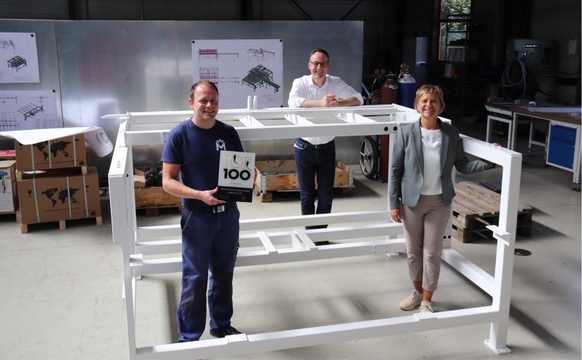 (von links:) Jens Michelis, Bürgermeister Theo Mettenborg und Nikola Weber von der Wirtschaftsförderung Rheda-Wiedenbrück