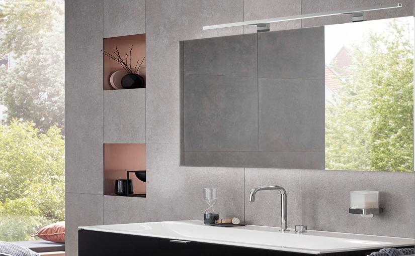 """Den neuen Lichtspiegel """"mee"""" gibt es in verschiedenen Abmessungen, mit Sensor-Schalter und zu einem sehr attraktiven Preis. ©Foto: emco Bad"""