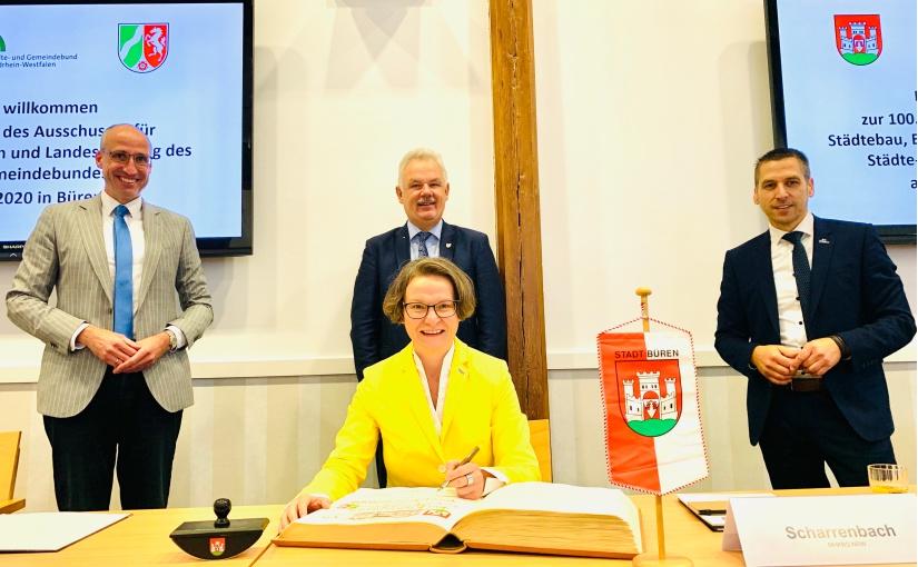 Landes-Bauministerin Ina Scharrenbach zu Gast in Büren