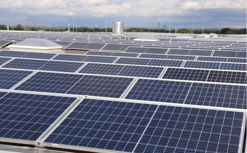 Fiege nimmt Photovoltaikanlage am MegaCenter Greven in Betrieb