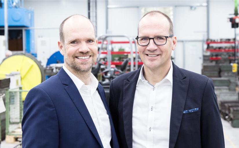 Die Brüder Albert (rechts) und Jürgen (links) führen das Unternehmen BaSys – Bartels Systembeschläge gemeinsam in zweiter Generation. Foto: BaSys