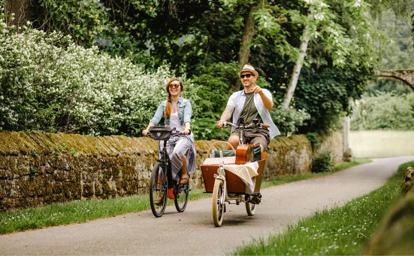 Die Münsterländerinnen und Münsterländer genießen ihre Region. 96 Prozent finden, dass es sich hier gut leben lässt. Paar beim Ausflug im Münsterland. Foto: © Münsterland e.V./luxteufelswild