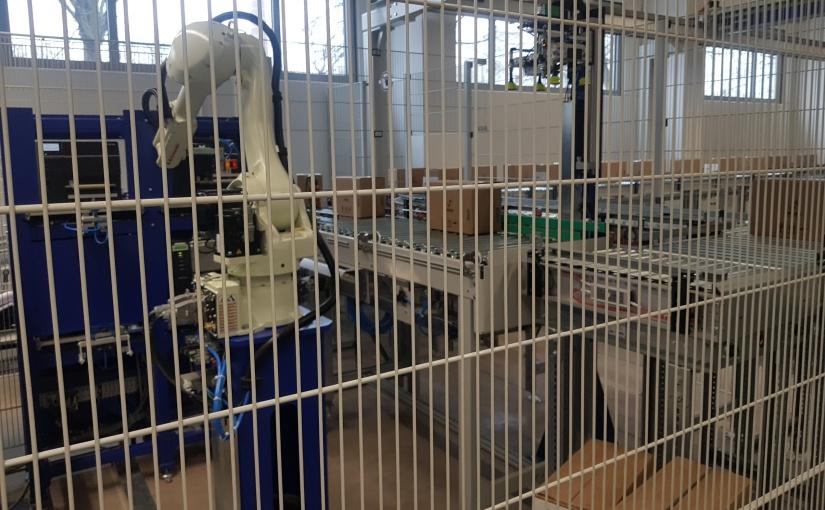 Roboterzelle von de Man etikettiert Produkte für Stüken