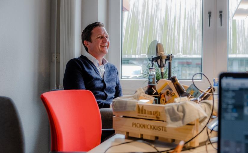 André Schulze Forsthövel gibt Einblicke in seinen Alltag als Unternehmensnachfolger. Podcast-Aufnahme mit André Schulze Forsthövel. - Foto ©: opwoco Media GmbH
