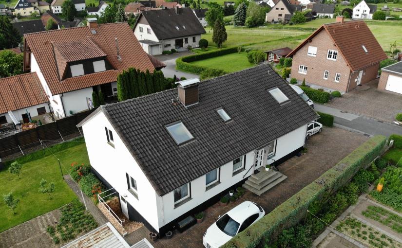 Haus vor der Aufstockung mit Holzbau. - Foto: Kaiser-Haus
