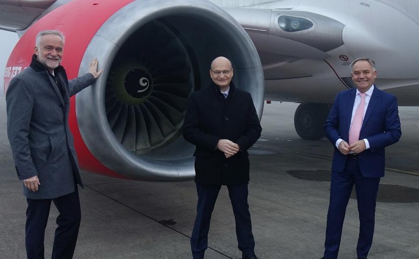 Der neue Aufsichtsratsvorsitzende Dr. Martin Sommer (Mitte), Osnabrücks Oberbürgermeister Wolfgang Griesert (links) und FMO-Geschäftsführer Prof. Rainer Schwarz (rechts). - Foto: FMO Flughafen Münster/Osnabrück GmbH