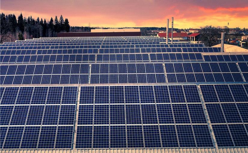 Die Leistung von mindestens 50 Kernkraftwerken schlummert laut der EnergieAgentur.NRW auf den Fabrikdächern von NRW. - Bild von Albrecht Fietz auf Pixabay
