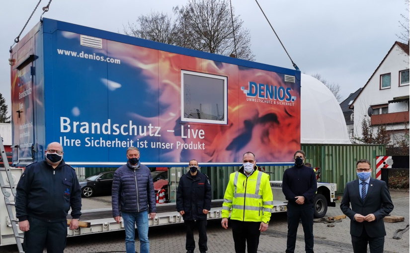 DENIOS spendet Brandsimulationssystem an die Feuerwehr Bad Oeynhausen