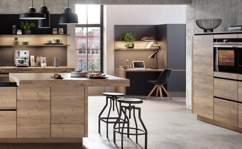 Homeoffice in der Küche: Platzsparende Arbeitsplatz-Lösungen sind auch für das Küchenumfeld verfügbar. Foto: VDM/Nobilia