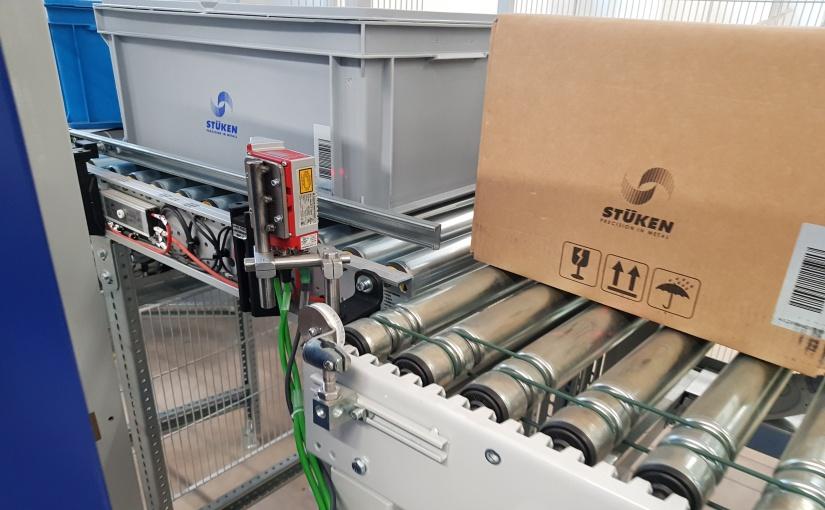 In der Anlage werden KLTs, RAKOS und Kartons gekennzeichnet. - Foto: de Man
