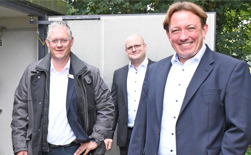 Dr. Marc Schrameyer (r.) und David Ostholthoff (l.) sind das Duo an der Spitze der Aufsichtsräte der einzelnen Stadtwerke-Gesellschaften. Tobias Koch ist ab sofort als alleiniger Geschäftsführer der Stadtwerke-Netzgesellschaft tätig. Er ist der einzige hauptamtliche Geschäftsführer in der Stadtwerke-Unternehmensgruppe. - Foto: SWTE