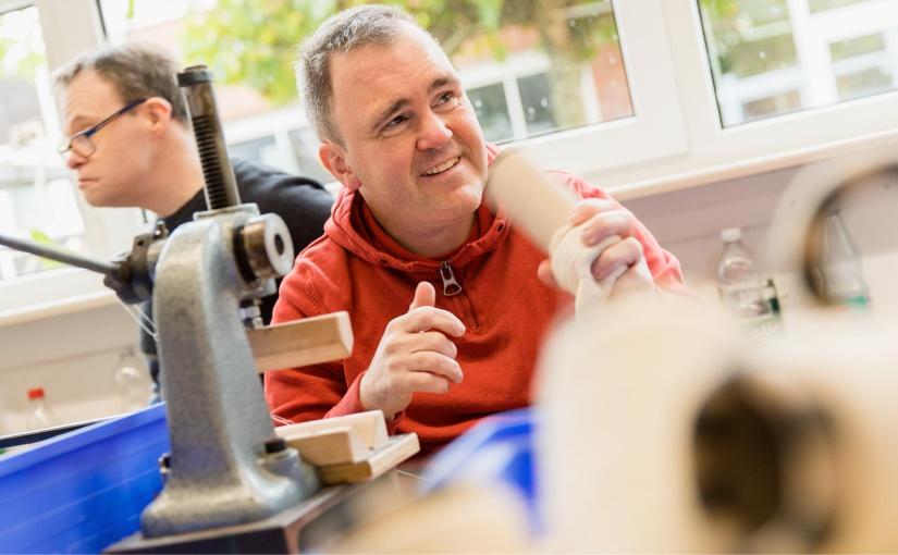 Bei dem No-Waste-Kreislaufsystem arbeitet die Velener Textil GmbH mit Büngern-Technik zusammen, einer anerkannten Werkstatt für Menschen mit Behinderungen. Kooperation mit Büngern-Technik. - Foto: © Velener Textil GmbH