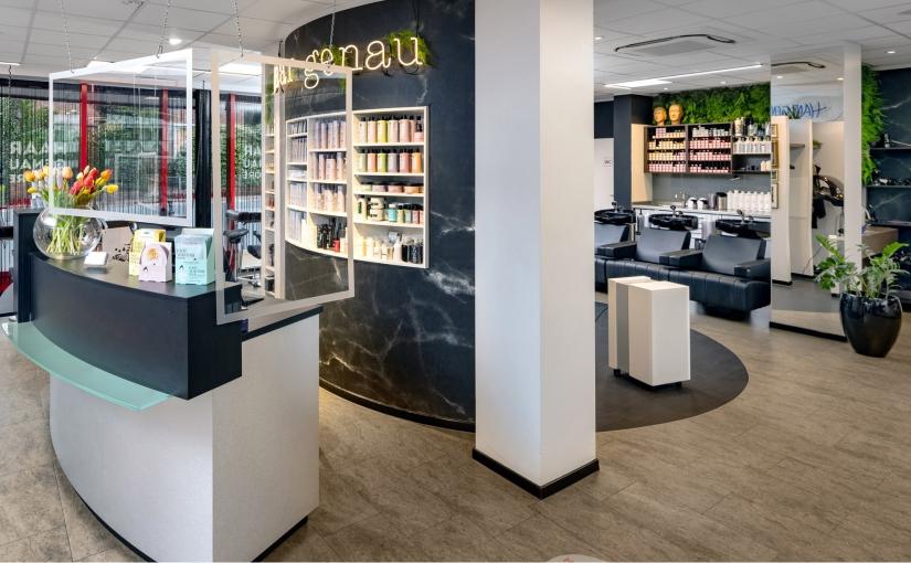 Im Frisörsalon Haar-Genau in Lingen sind zwei mobile Luftreiniger Teil des umfangreichen Hygienekonzepts. - Foto: Kampmann