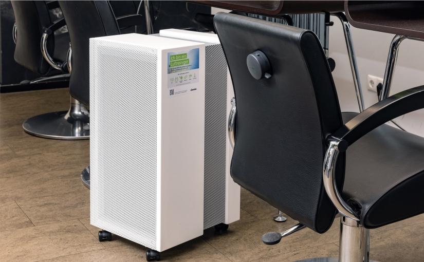 Mobiler Luftreiniger für zusätzliche Sicherheit im Frisörsalon