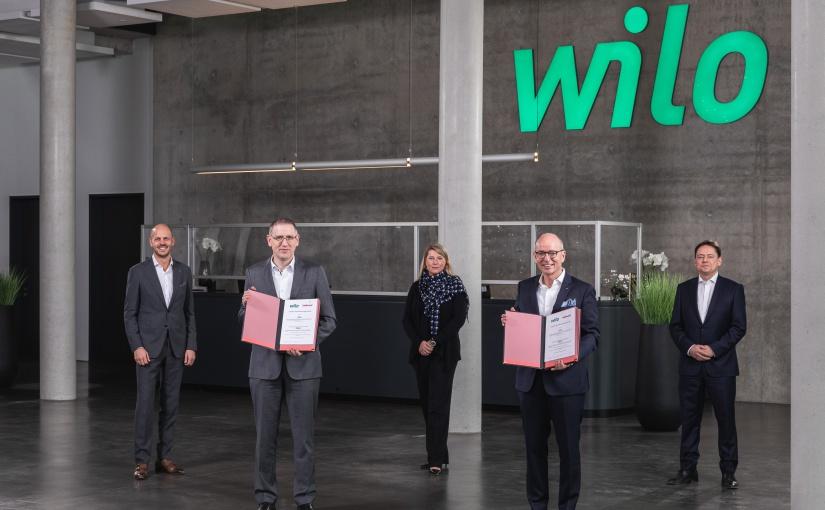 Wilo und Hellmann unterzeichnen Vertrag für globale Zusammenarbeit