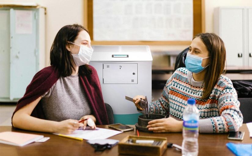 Virenfreie Klassenzimmer: insensiv Luftreiniger halten Viren und Aerosole zu mindestens 99,95 Prozent aus der Raumluft und machen Präsenzunterricht in Corona-Zeiten deutlich sicherer. - Foto: insensiv